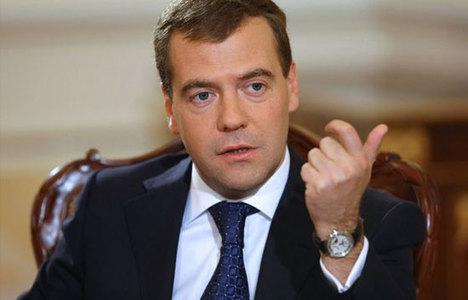 Medvedev'e göre dünya soğuk savaşa gidiyor