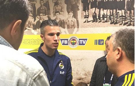 Van Persie ile röportaj yapan gazeteci...