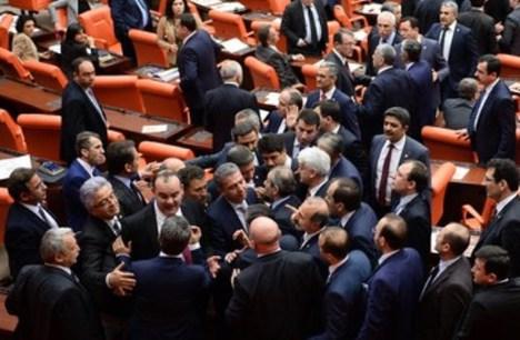 Meclis'te vekillerin Erdoğan kavgası